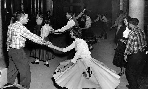 1950s-sock-hop-poodle-skirt